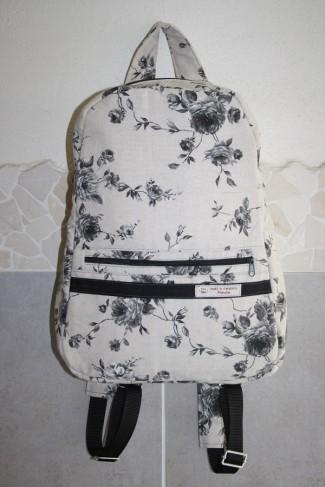 ein sehr praktischer, hübscher Rucksack.